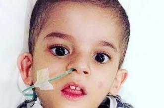 عمر.. طفل يعاني ضموراً بالمخ وصعوبة في التغذية ووالده يطلب علاجه - المواطن
