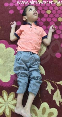 فهد .. طفل معاق بالمخواة لم يكمل عامه الخامس بحاجة العلاج في الخارج