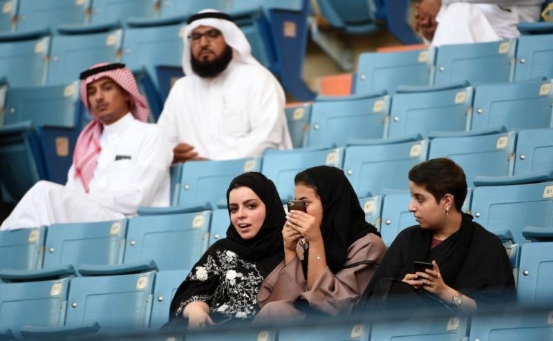 بالصور.. العائلات السعودية باستاد الملك فهد لأول مرة - المواطن