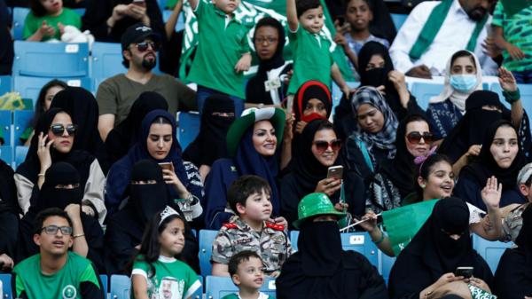 بالصور.. العائلات السعودية باستاد الملك فهد لأول مرة