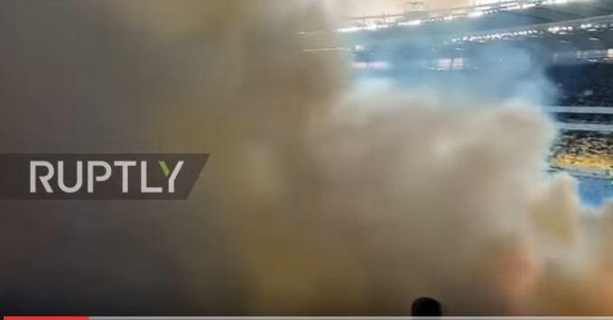 بالفيديو.. الألعاب النارية كادت تحرق الجماهير