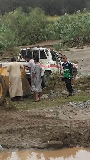 العثور على مركبة مواطن جرفتها السيول