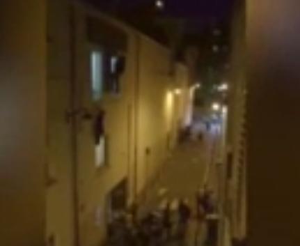 العشرات يهربون من مسرح باتاكلان بباريس