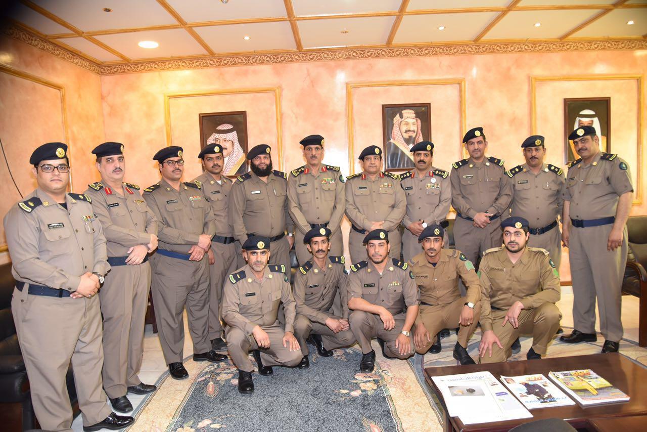 العميد عمر بن عبدالله البيز يقلد عدد من الأفراد رتبهم الجديدة (2)