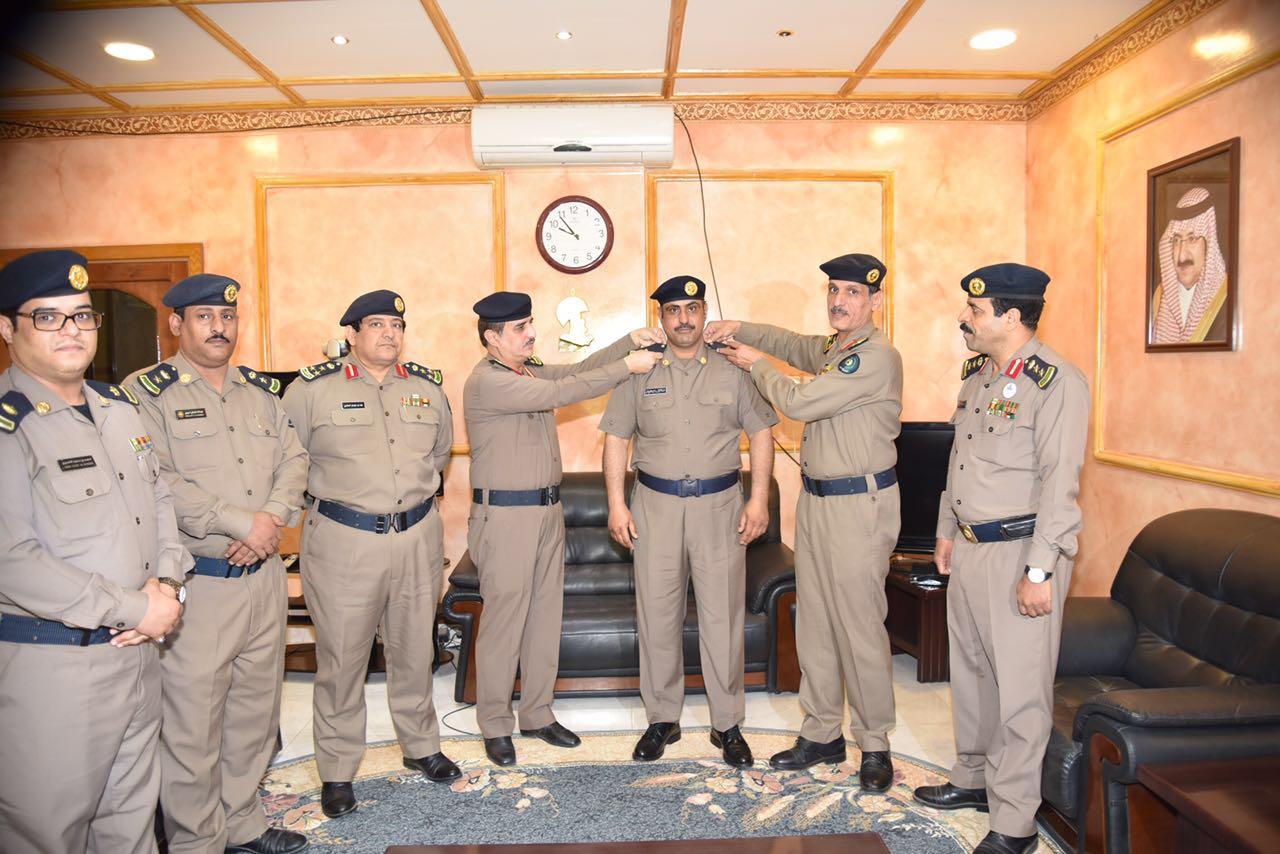العميد عمر بن عبدالله البيز يقلد عدد من الأفراد رتبهم الجديدة (4)