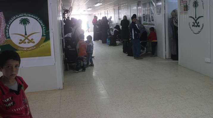 العيادات التخصصية تعالج أسنان 140 سورياً بمخيم الزعتري