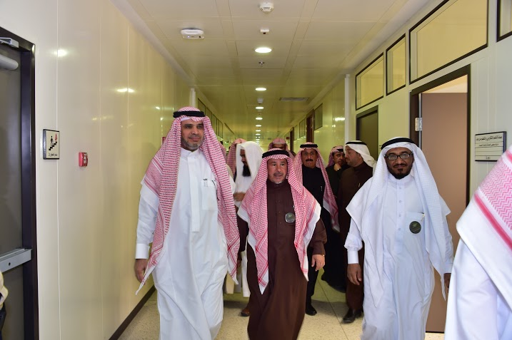 العيسى يزور عمارة التعلم الإلكتروني بجامعة الإمام4