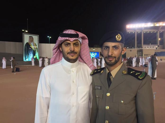 الغامدي يحتفل بتخرجه ملازم اول من كلية فهد الأمنية (2)