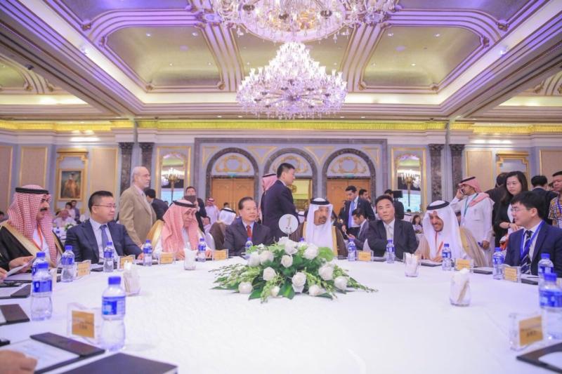 الفالح يبحث مع رئيس شركة ترينا الصينية الفرص الاستثمارية في المملكة 1