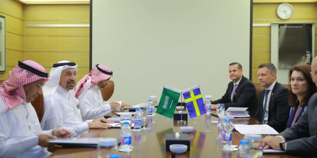 الفالح يناقش مجالات التعاون والاستثمار مع وزيرة الشؤون الأوروبية والتجارة