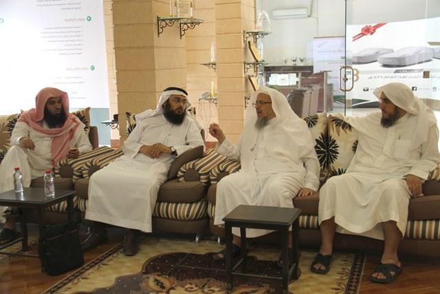 الفوزان يستعرض سبل وأساليب تنمية الموارد المالية في تحفيظ الرياض (2)