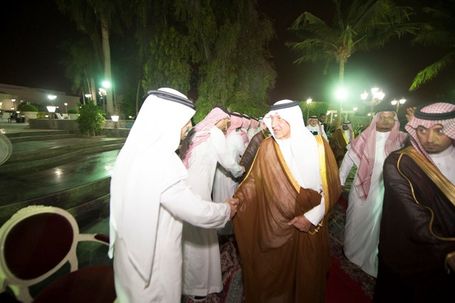 """أمير مكة ومحافظ جدة يعزّيان """"خوجة"""" بوفاة شقيقته - المواطن"""