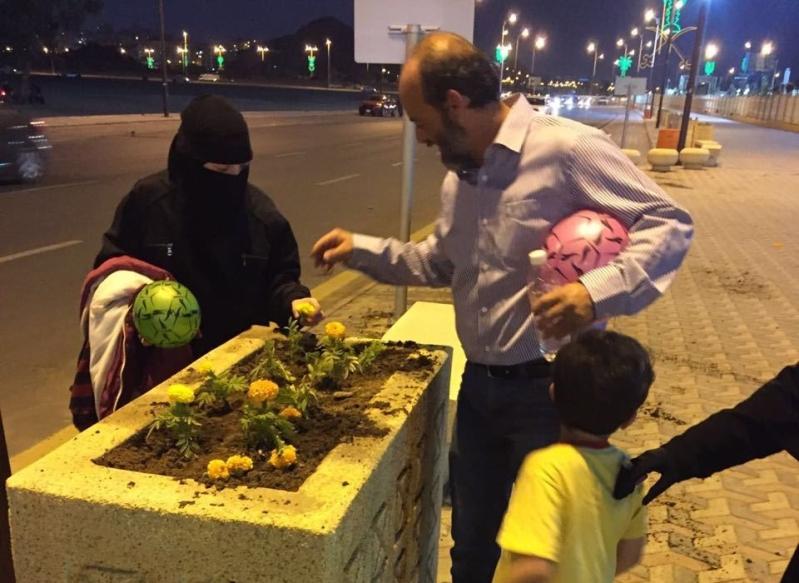 الفيصل يوجه بتكريم عائلة سورية اعادت زراعة شتلات تعرضت للعبث بالردف