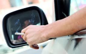 القاء السيجارة من السيارة