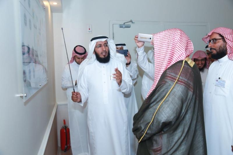 القحطاني يعرض خطة المكتب التي تعتمد على توعية وتحصين طلالب الظهران