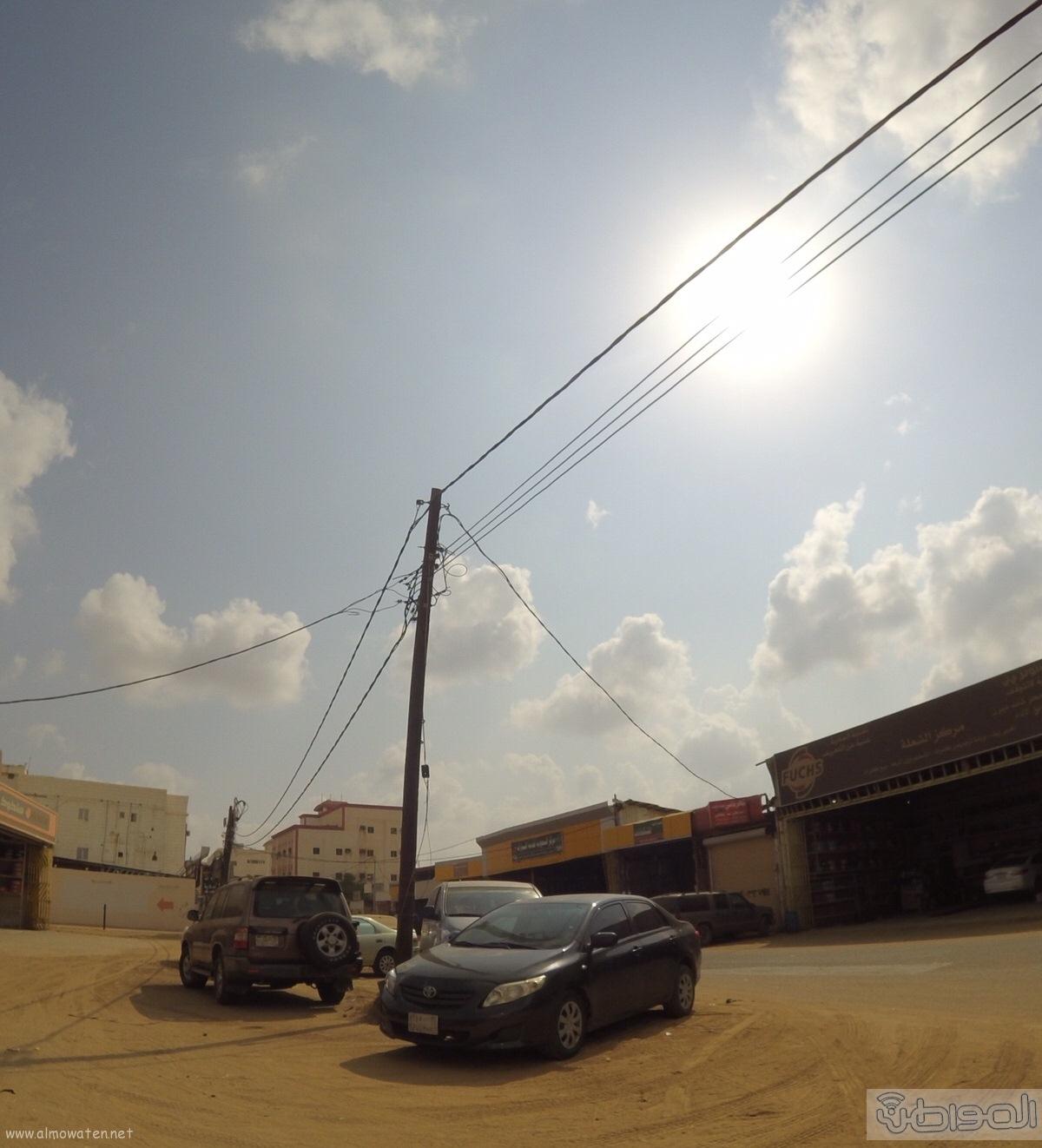 الكهرباء-تتجاهل-اعمدة-تتوسط-عدة-شوارع-بصامطة (2)