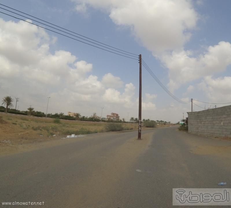 الكهرباء-تتجاهل-اعمدة-تتوسط-عدة-شوارع-بصامطة (4)