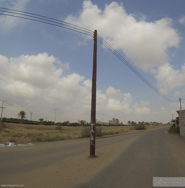 الكهرباء-تتجاهل-اعمدة-تتوسط-عدة-شوارع-بصامطة (7)