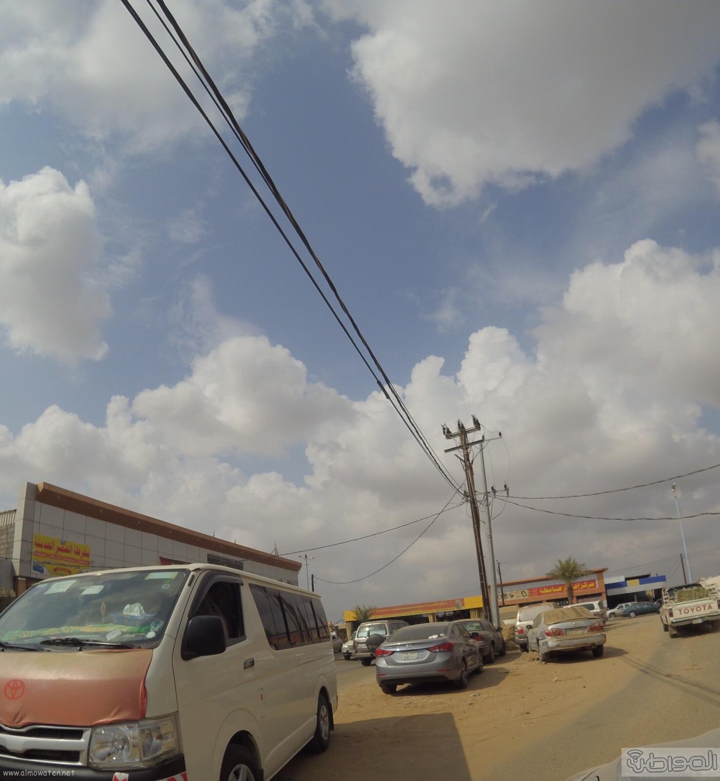 الكهرباء-تتجاهل-اعمدة-تتوسط-عدة-شوارع-بصامطة (8)