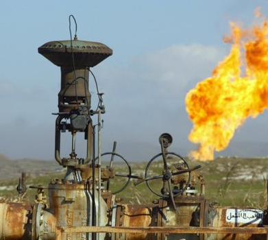 الكويت تدرس تخفيض البنزين