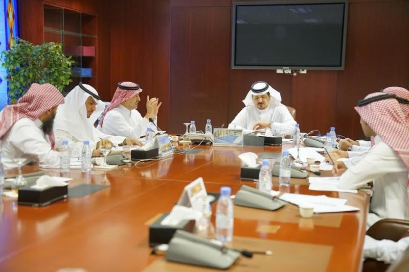 اللجنة التحضيرية لمؤتمر تاريخ العلوم التطبيقية والطبية تستعرض أعمال اللجنة العلمية 3