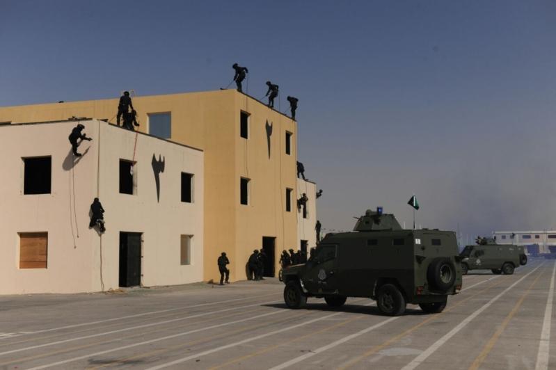 """اللواء العتيبي يتفقد جاهزية الوحدات المشاركة بالتمرين المشترك """"أمن الخليج العربي1"""" (18)"""
