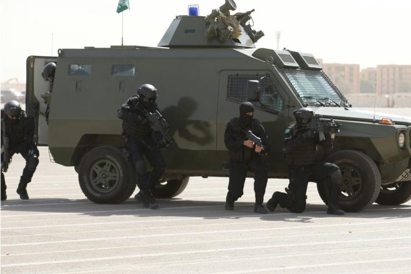 """اللواء العتيبي يتفقد جاهزية الوحدات المشاركة بالتمرين المشترك """"أمن الخليج العربي1"""" (22)"""