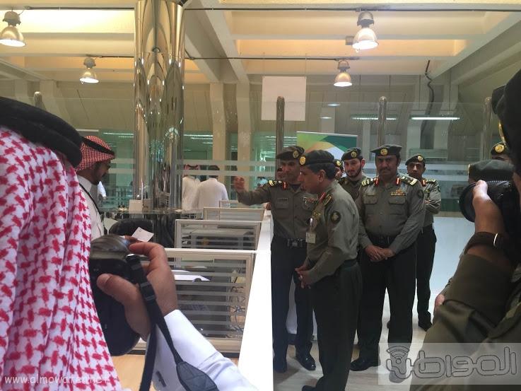 اللواء اليحيى يدشن صالة ذوي الاحتياجات الخاصة بجوازات الرياض (3)