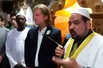 الماني يشهر اسلامة