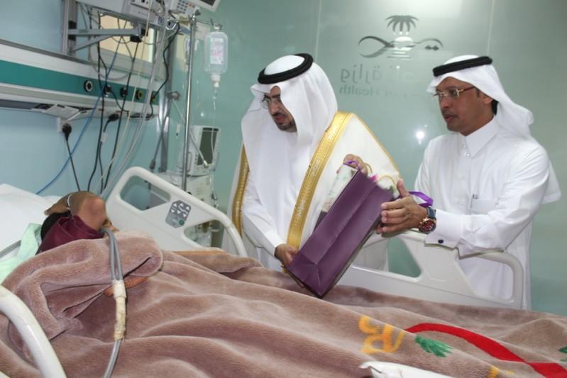 """""""المتحمي"""" يعايد المنومين بمستشفى محايل العام"""