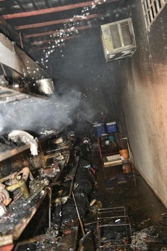 المدني يباشر حريقاً بمستودع منزلي بنقرة حائل 9