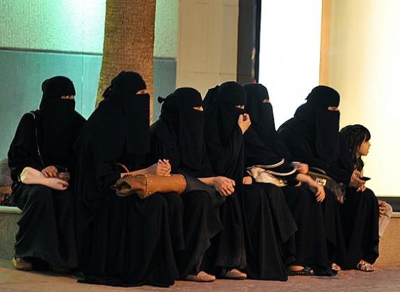 نيويورك تايمز: قرار السماح بقيادة المرأة يقدم المملكة بثوب جديد للعالم