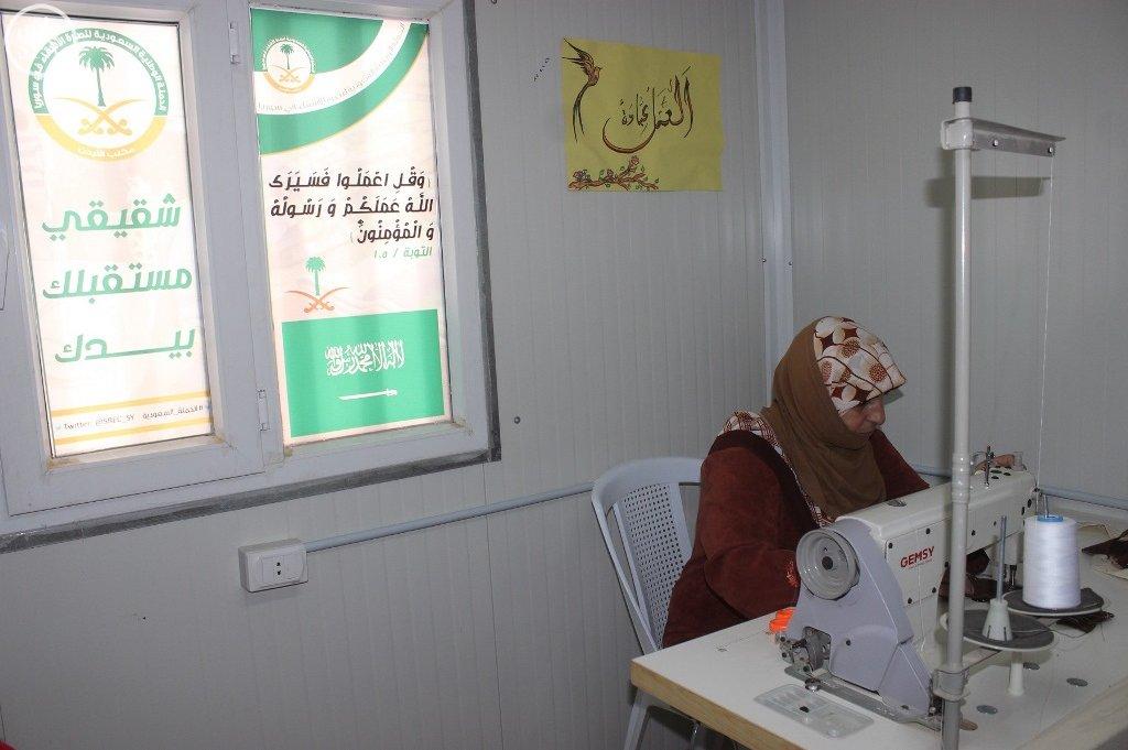 المركز السعودي يقدم خدماته التعليمية والتدريبية للاجئين السوريين في مخيم الزعتري (3)