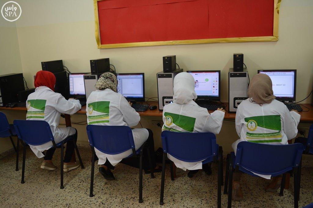 المركز السعودي يقدم خدماته التعليمية والتدريبية للاجئين السوريين في مخيم الزعتري (4)
