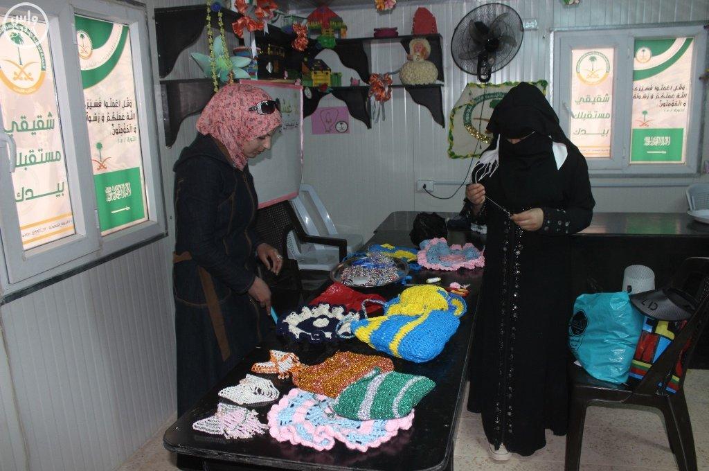 المركز السعودي يقدم خدماته التعليمية والتدريبية للاجئين السوريين في مخيم الزعتري (6)