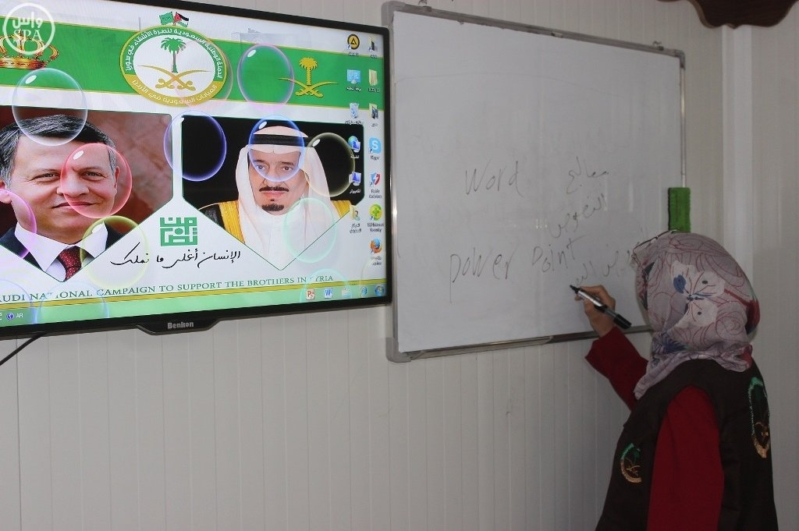 المركز السعودي يقدم خدماته التعليمية والتدريبية للاجئين السوريين في مخيم الزعتري