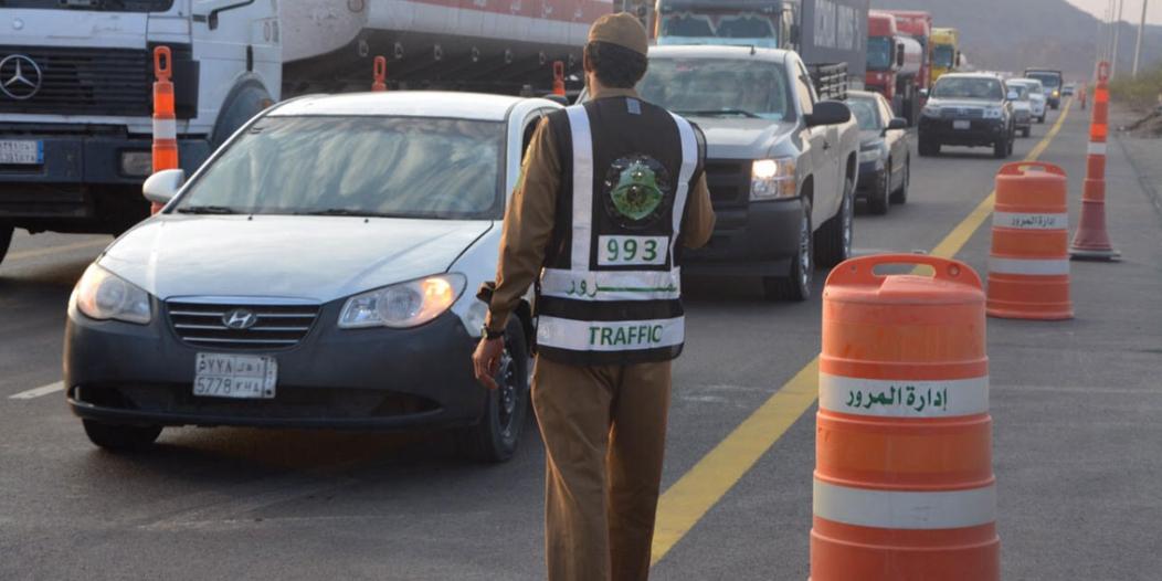 3 آلاف ريال عقوبة وضع ملصقات مخالفة على السيارات