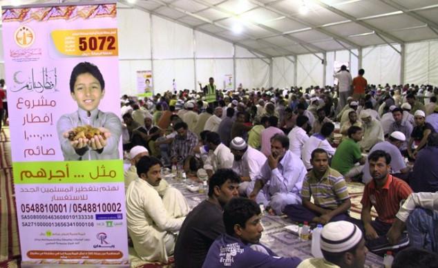 """مليون وجبة إفطار صائم يوزعها """"المستودع الخيري"""" بجدة - المواطن"""