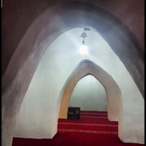 المسجد الاثري الواقع في ربيعة ورفيدة بمنطقة عسير
