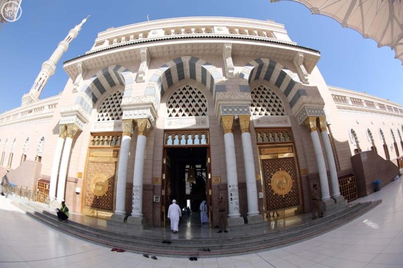 المسجد النبوي يتأهب لاستقبال المصلين (1)