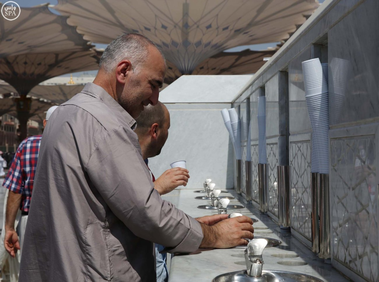 المسجد النبوي يتأهب لاستقبال المصلين (3)