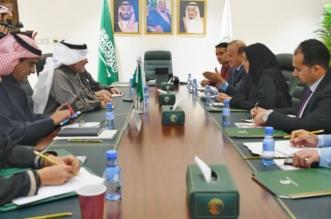 المشرف العام على مركز الملك سلمان للإغاثة يلتقي وزيرة الشؤون الاجتماعية اليمنية ومحافظ تعز
