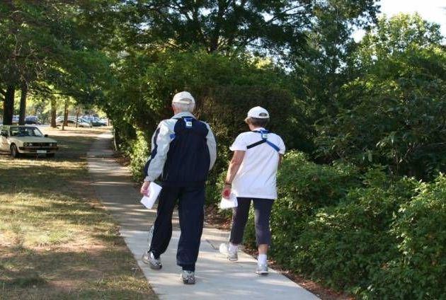 المشي اليومي يساعد على تنشيط المخ