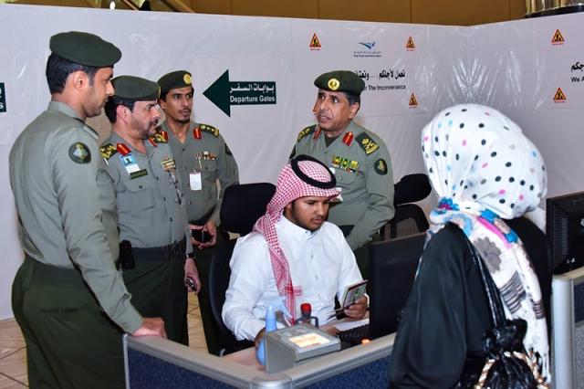 اللواء اليحيى يختتم جولاته التفقدية بزيارة مفاجئة لمطار الملك خالد - المواطن