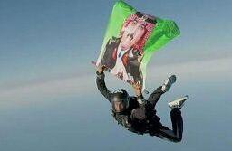 المظلي الشهري يقفز حامل صورة الامير متعب (2)