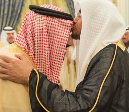 المغامسي يقبل راس الملك