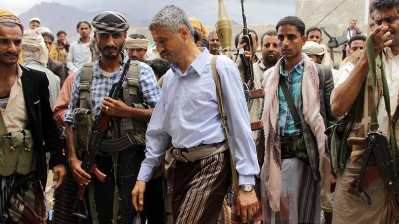 Hammud Said al-Mikhlafi (C), Yemeni commander of the Popular Resistance Committees loyal to President Abedrabbo Mansour Hadi, walks past Committees' members on May 4, 2015 in the southern city of Taez. Saudi-led air strikes against rebels in Yemen have destroyed much of their military capabilities, but almost six weeks into the campaign the situation on the ground remains unchanged, analysts said.  AFP PHOTO / ABDEL RAHMAN ABDALLAH