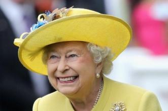 لا يبعد عنها إلا خطوات.. شخص لا تسافر الملكة بدونه ولا يلاحظه أحد! - المواطن