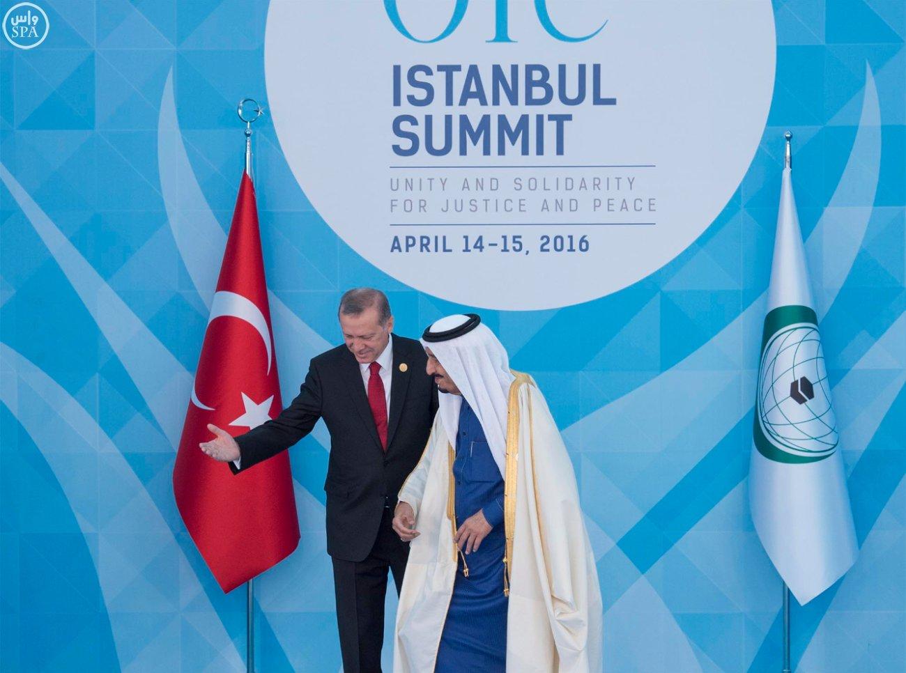 الملك سلمان بالقمة الاسلامية بتركيا (7)