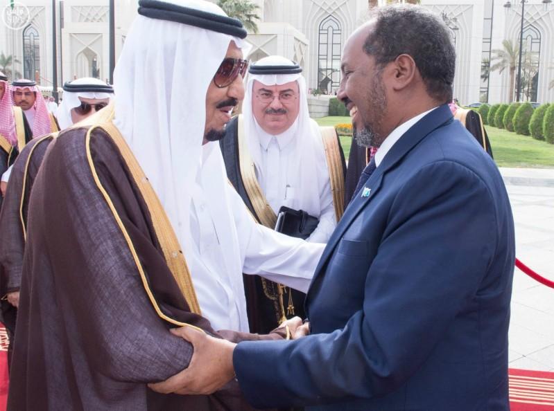 الملك-سلمان-مع-رئيس-الصومال